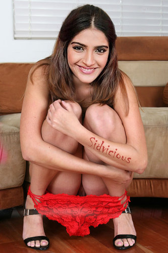 yoglho5wr0vv t Sonam Kapoor Nude Removing her Panty n Showing her Pussy [Fake]
